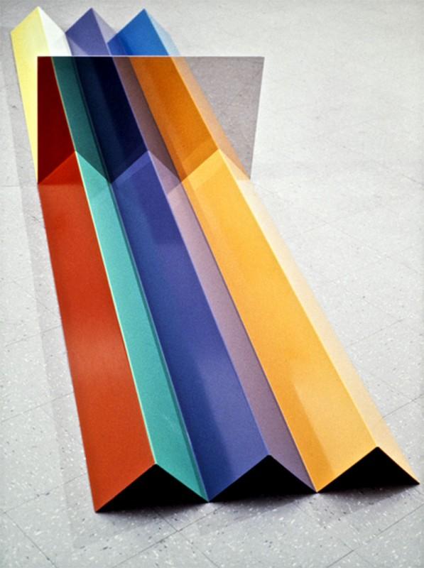Serge Tousignant, Guillotine, 1968. Acier émaillé, acier inoxydable poli. 55 x 89 x 355 cm. Photo avec l'aimable autorisation de l'artiste.