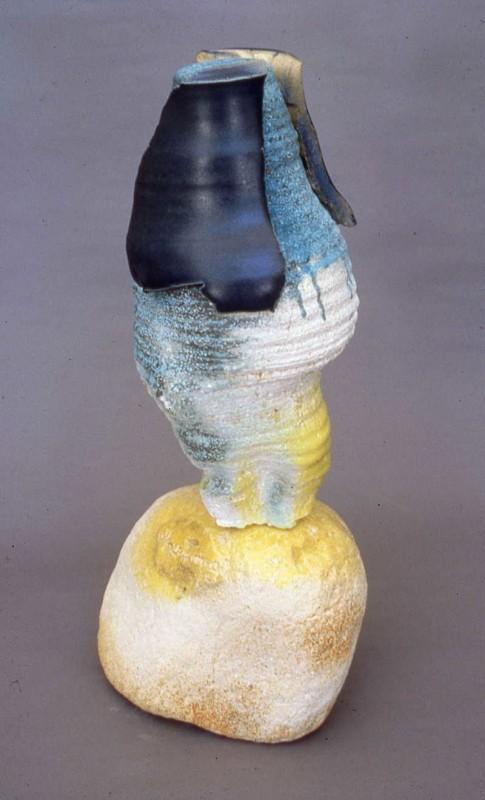 Alain-Marie Tremblay, Nymphe, 2004. Céramique composée de tessons de grès sur bétonique, émaux. 45 cm (H). Photo avec l'aimable autorisation de l'artiste.