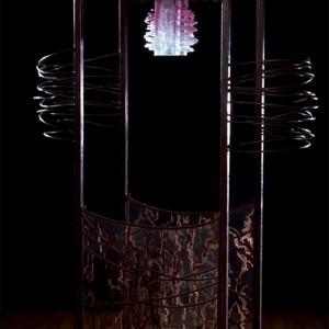 Monique Vachon, Souffle vital, 1998. Pâte de verre, grisaille sur verre, acier patiné. 165 x 100 x 46 cm. Photo: Gilles Roux.