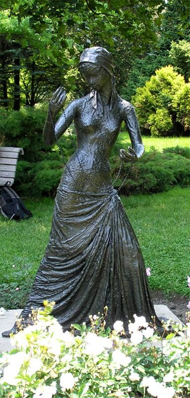 Alice Winant,  Jeune femme au collier. Photo (RC): Espace pour la vie, Jardin botanique de Montréal.
